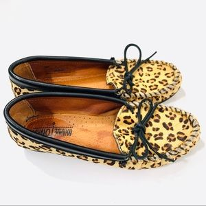 Minnetonka Leopard Cow Hair Moccasin Shoes Size 6